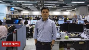 apple-on-daily-basis:-hong-kong-police-arrest-editor,-four-diversified-executives